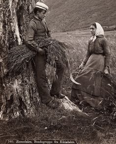 Servant class dress  Young couple from Romsdalen in Norway. Ungt par fra Romsdalen 1880-1890 | Flickr - Photo Sharing!