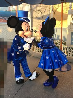 Mickey & Minnie about to nose kiss again during the 25th Anniversary Celebration at Disneyland Paris
