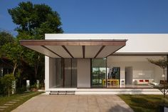 Mandai Courtyard House by Atelier M + A - Design Milk Modern Exterior House Designs, Design Exterior, Modern House Plans, Modern Design, Modern Houses, Modern Contemporary, Residential Architecture, Modern Architecture, Casa Patio