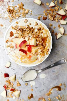 Apple Pie Smoothie Bowl | http://www.floatingkitchen.net