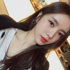 Image may contain: 1 person, selfie and closeup Ulzzang Korean Girl, Cute Korean Girl, Cute Asian Girls, Korean Beauty Girls, Asian Beauty, Bora Lim, Ideal Girl, Asian Model Girl, Girl Korea