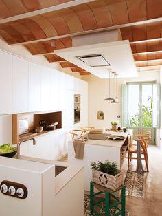 Cette incroyable maison sur 5 niveaux était totalement en ruine - PLANETE DECO a homes world Kitchen Layout, Kitchen Design, Kitchen Interior, Kitchen Decor, Kitchen Modern, Egyptian Home Decor, Basement House, Kitchen Trends, Home Living