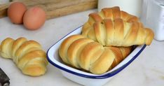 Pan de leche fácil. Receta paso a paso con vídeo Peruvian Recipes, Empanadas, Sin Gluten, Sweet Bread, Deli, Hot Dog Buns, Sweet Tooth, Food And Drink, Favorite Recipes