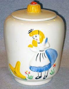 Vintage Disney Alice in Wonderland Cookie Jar Kinds Of Cookies, Cute Cookies, Disney Dishes, Antique Cookie Jars, Teapot Cookies, Disney Cookies, Vintage Cookies, Candy Jars, Vintage Disney