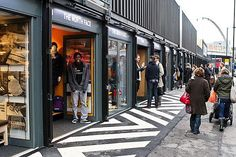 Boxpark: London's first Pop-Up Shipping Container Mall Opens in Shoreditch Container Cafe, Container Office, Container Design, Container Architecture, Eco Architecture, Contemporary Architecture, Shipping Container Buildings, Shipping Container Homes, Shipping Containers