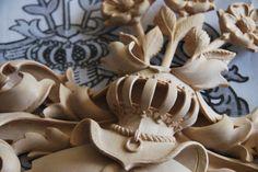 Blason familial bois sculpté   Blasons sur-mesure dans tous types de bois  Blason familial bois sculpté   Patrick Damiaens Spécialiste en héraldique bois sculpté   http://www.patrickdamiaens.be