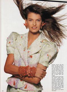 ☆ Linda Evangelista | Photography by Patrick Demarchelier | For Vogue Magazine UK | June 1988
