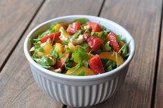 Fruchtiger Sommersalat mit Erdbeeren, Aprikosen und Rucola-sommersalat-Fruchtiger Sommersalat Erdbeeren Aprikosen Rucola