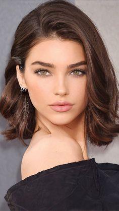 Ирина ВсятакаЯ (@ira_vsya25) / Twitter Most Beautiful Faces, Gorgeous Eyes, Pretty Makeup, Makeup Looks, Stunning Brunette, Woman Face, Beauty Hacks, Short Hair Styles, Short Hairstyles