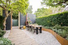 Unique Lawn-Edging Ideas to Totally Transform Your Yard - The Trending House Diy Pergola, Pergola Kits, Pergola Ideas, Porch Garden, Home And Garden, Garden Beds, Small Gardens, Outdoor Gardens, Lawn Edging