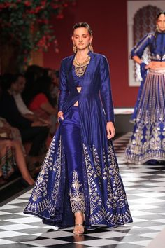 Anita dongre in indo western gown at indian couture week 2017 India Fashion, Ethnic Fashion, Asian Fashion, London Fashion, Women's Fashion, Pakistani Dresses, Indian Dresses, Indian Outfits, Western Dresses
