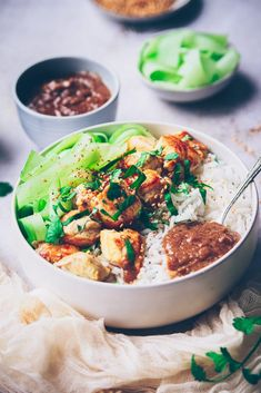 recette de poulet à la sauce cacahuète satay - confitbanane Baguette, Asian Recipes, Ethnic Recipes, Bo Bun, Food And Drink, Healthy, Bowls, Drinks, Broccoli Chicken