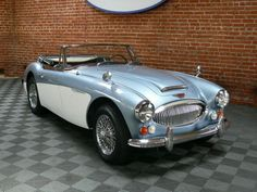 #1967AustinHealey 3000 Mk. III BJ8 Phase 2 RoadsterHEALEY BLUE WITH OLD ENGLISH WHITE COVES, BLUE INTERIOR WITH SILVER PIPING AND MATCHING FULL TONNEAU, BURLWOOD FASCIA, CHROME WIRE WHEELS, ORIGINAL BMC AM RADIO, COMPLETE WITH BOOKS AND SERVICE RECORDS, R\