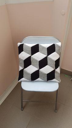 Háčkovaný+povlak+na+polštář+3D+Povlak+na+polštář+je+háčkovaný+v+3D+efektu+z+kosočtverců+ve+velikosti+45x45+cm+(může+být+i+40x40+cm)+Dle+požadavků+můžu+polštářek+uháčkovat+i+v+jiném+barevném+provedení Bassinet, Pillows, Chair, Bed, Furniture, Home Decor, Crib, Decoration Home, Stream Bed