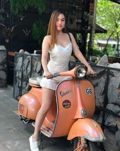 Just lovely ❤ Vespa Motorcycle, Vespa Bike, Vespa 150, Piaggio Vespa, Motorbike Girl, Women Motorcycle, Motorcycle Helmets, Lady Biker, Biker Girl