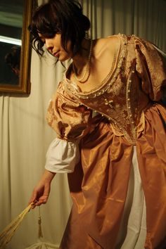 une robe XVII en brocart rose