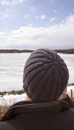 Great ribbed hat pattern for men! | Stephanie Likes to Knit: Keeping Boyfriend's Ears Warm Since 2006
