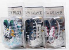 雖然這5對New Balance 57/40全球都有出售,但這種吸塑鞋盒特別包裝就只有香港DAHOOD HUB售賣。(DAHOOD HUB) 90s Design, Toy Packaging, New Balance 574, Yellow Accents, Release Date, Shoe Box, Smooth Leather, Vintage Toys, Me Too Shoes