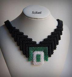 Élégante blanc/vert/noir graine perle collier plastron par Szikati