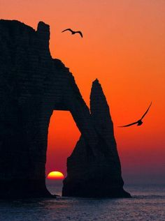 ღღ Stunning Sunset over Etretat, France Beautiful World, Beautiful Places, Beautiful Pictures, Inspiring Pictures, Etretat France, Etretat Normandie, Falaise Etretat, Magic Places, Beautiful Sunrise