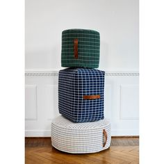 https://www.skandium.com/what-s-new/sit-on-me-pouf-cylinder-green