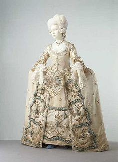 Beautiful French rococo dress - note the exaggerated panniers Vintage Outfits, Vintage Gowns, Vintage Mode, Vintage Fashion, French Fashion, 18th Century Dress, 18th Century Clothing, 18th Century Fashion, Mode Rococo