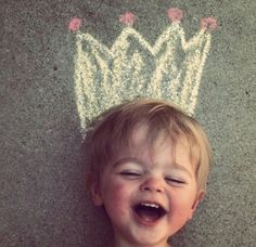 Summer fun for your children: draw silly hats on the sidewalk and take pictures! Cute Kids, Cute Babies, Baby Kids, Funny Kids, Fun Funny, Silly Hats, Foto Fun, Foto Baby, Foto Pose