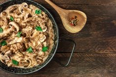 Every now and then, a recipe comes along that leaves us wondering how we ever survived without it. Slow Cooker Beef Stroganoff just happens to be one of those saints. Baked Mushrooms, Wild Mushrooms, Stuffed Mushrooms, Stuffed Peppers, Classic Beef Stroganoff Recipe, Tofu, Easy Mushroom Recipes, Chicken Stroganoff, Mushroom Gravy
