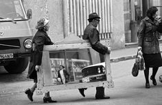 30 Astonishing Vintage Photographs Capture Everyday Life in Bucharest Under Ceausescu Era of the and ~ vintage everyday Kim Edwards, Everything Is Illuminated, City People, Bucharest Romania, Lost City, Vintage Photographs, Photo Poses, Baby Photos, Street Photography