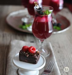 9 Simple Tips for Throwing a Sweet Shower │Hosting a shower? Check out these simple tips. Tastefully Simple Recipes, Panna Cotta, Celebrations, Easy Meals, Make It Yourself, Shower, Dinner, Amazing, Ethnic Recipes