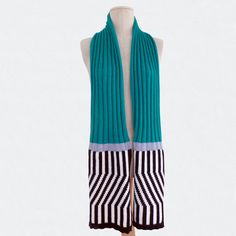 E.S green black and white scarf theknitgeekproject.com ©Valentine Ebner Black And White Scarf, White Scarves, Striped Pants, Knitting, Green, Fashion, Tricot, Stripped Pants, Moda