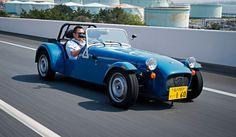 英国生まれのネイキッドな自動車、ケータハム「セブン」にあらたに登場したエントリーモデル「セブン160」は、スズキ製の660ccエンジンを搭載し、日本では軽自動車として登録できる点も注目される一台。電子制御による走行安定装置はもちろん、エアコ