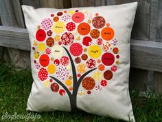 Well here it is, my new Circle Family Tree Cushion. I have seen these stylised trees around for a while now and love how modern they are.
