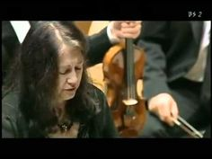 W.A. Mozart Concerto in re min.  K.V. 466 (completo) Martha Argerich in ...