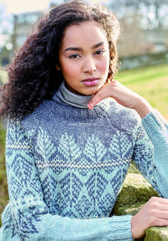 Gransmoor - This fairisle sweater uses three shades of our gorgeous Hemp Tweed yarn, a blend of wool and hemp. Designed by Lisa Richardson it features lovely raglan sleeves and is a very versatile and colourful garment. Rowan Knitting Patterns, Baby Knitting, Norwegian Knitting, Woolen Dresses, Fair Isle Pattern, Lace Sweater, Cute Sweaters, Clothing Patterns, Tweed
