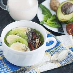 Kale, almond milk, banana, spinach, peanut butter, chia seeds, avocado, medjool dates and kiwifruit smoothie