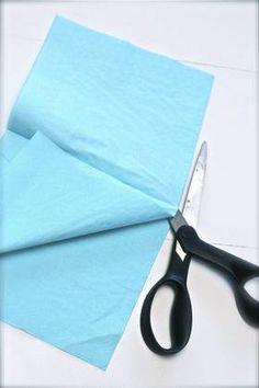Trinn 1: Klipp serviettene i to langs midten.
