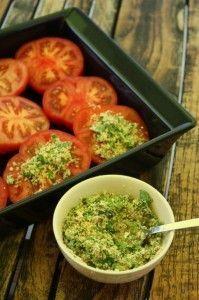 tomates provencales 6 tomates de Marmande ou coeur de boeuf 2 petites gousses d'ail 1/2 bouquet de persil 100 g de baguette sèche quelques feuilles fines de céleri 5 cuillères à soupe d'huile d'olive Sel, poivre, piment d'Espelette