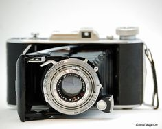 I friend was generous enough to let me photograph her fathers vintage German engineered cameras. Old Cameras, Vintage Cameras, Antique Typewriter, Photography Camera, Photography Equipment, Best Camera, Camera Lens, Cool Pictures, Antiques