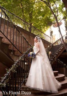 9月にお茶の水WINDSさんで挙式なさった新婦さんより、お写真をいただきましたので、ご紹介いたします。 WINDSさんのエントランスの階段でのショット。...