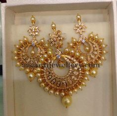 Jewellery Designs: 22 Carat Gold Chandbali Locket