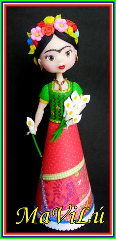 Although this isn't paper mache I love her face and the style of this. Frida Art, Tilda Toy, Diy And Crafts, Arts And Crafts, Polymer Clay Figures, Play Clay, Mexican Party, Recycled Bottles, Pasta Flexible
