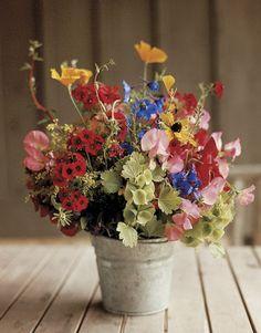 flower arrang, idea, centerpiec, buckets, cottage gardens, colors, fresh flower, country flowers arrangements, sweet peas