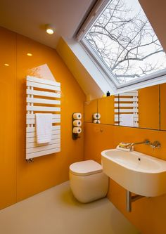 Robert and Jessica Barker create secluded live-work space in south London Modern Contemporary Bathrooms, Modern Baths, Modern Bathroom Design, Modern Bedroom, Kitchen Design, Brick Interior, Interior And Exterior, Jessica Barker, Espace Design