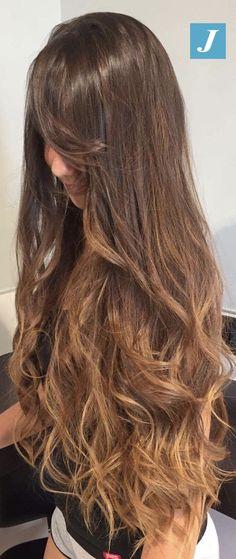 Non stravolgere il colore naturale dei tuoi capelli, scegli il Degradé Joelle! Scegli di colorare i tuoi capelli senza trattamenti aggredirli e senza rovinare la texture. #cdj #degradejoelle #tagliopuntearia #degradé #igers #musthave #hair #hairstyle #haircolour #longhair #ootd #hairfashion #madeinitaly #wellastudionyc