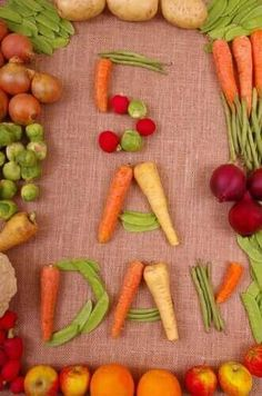 In this very interesting article, discover if you should eat five meals a day. In this case, quality is more important than quality. Prévenir Les Rides, Prevent Wrinkles, Carrots, Smoothie, Meals, Vegetables, Food, Women, Frases