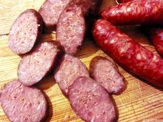 Imagini pentru ce a mancat petruta dinu in ani care i are? Charcuterie, My Favorite Food, Favorite Recipes, Cut Recipe, Cold Cuts, Romanian Food, How To Make Sausage, Pastry Cake, Smoking Meat