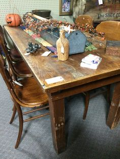 Harvest Table And Chairs At Jesse James Antique Mall, St Joseph, MO