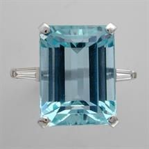 AN EMERALD-CUT AQUAMARINE RING