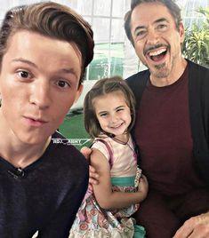 Tony Stark And Peter Parker Marvel Avengers, Marvel Jokes, Avengers Cast, Funny Marvel Memes, Marvel Actors, Marvel Heroes, Captain Marvel, Marvel Universe, Iron Man